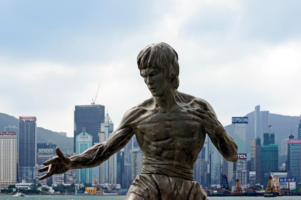 Routine d'entrainement des abdos de Bruce Lee