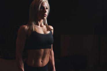 Femme abdos visibles
